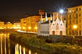 Church Santa Maria de la Spina and Arno river at night, Pisa, Tu — Stock Photo