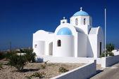 Piccola chiesa a santorini, grecia — Foto Stock