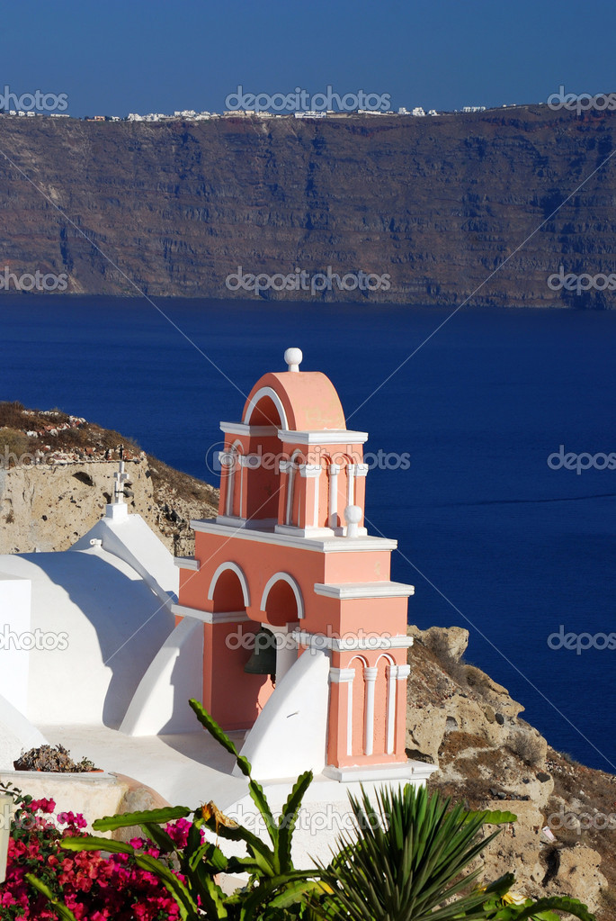 Traditional church in Oia village, Santorini island, Greece. — Stock Photo #7274514
