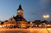 Брашов Совета площадь, ночная точка зрения в Румынии — Стоковое фото