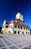 Plaza del consejo de brasov, en transilvania, rumania — Foto de Stock