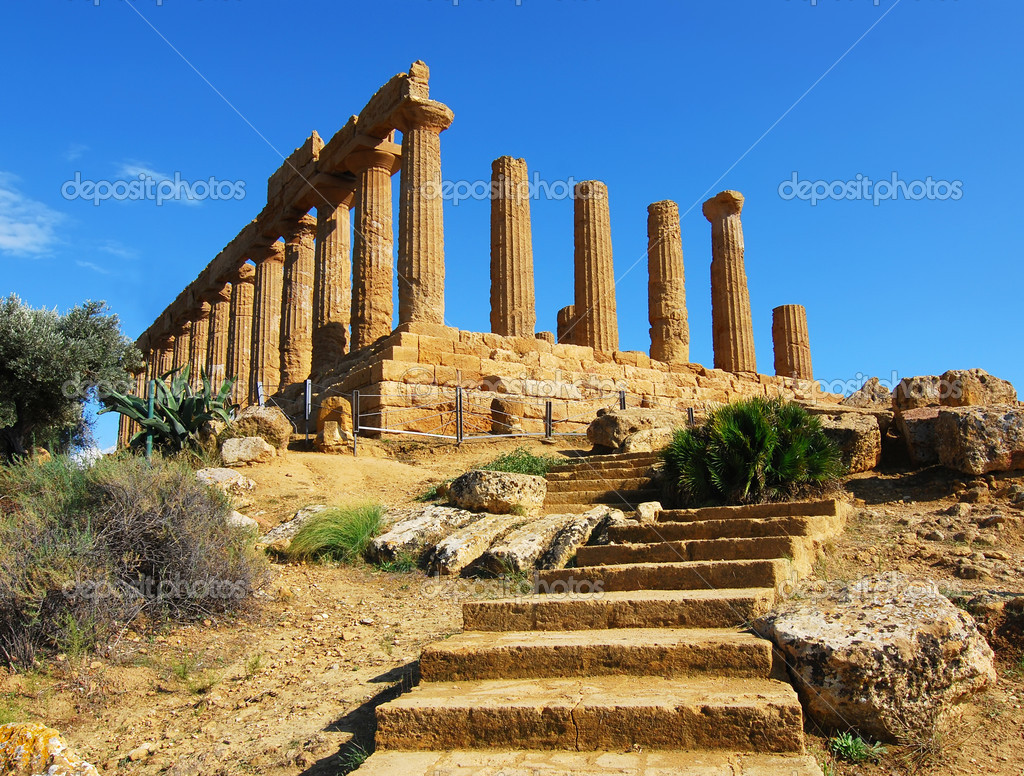 Built between 470 and 450 BC, the Temple of June occupies the highest and most panoramic position on the hill. The temple is considered to be one of the most el  Stock Photo #7621473