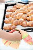 Assado de tortas, croissants, — Foto Stock