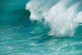 Turquoise ocean wave breaking — Stock Photo