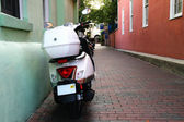 Moped in Alley — Stock Photo