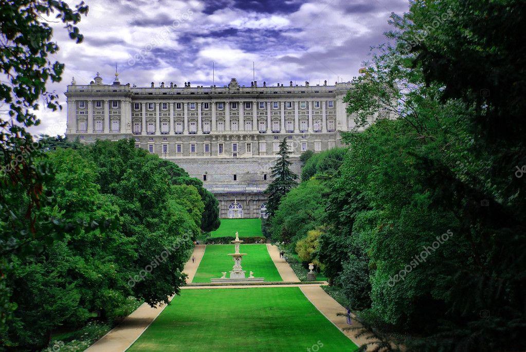 Madrid palacio real desde el campo del moro royal palace foto de stock 7266547 - Jardines palacio real madrid ...