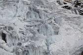горный ручей зимой — Стоковое фото