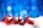 Weihnachten schnee sie bokeh inverno kugel weihnachtsbaum — Foto Stock