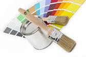 Farbe farbfächer pinsel farbtopf renovieren heimwerker baumarkt — Foto Stock