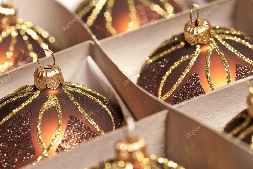 weihnachten schnee eis karton gold winter kugel. Black Bedroom Furniture Sets. Home Design Ideas