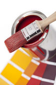 Farbe farbfächer pinsel farbtopf renovieren heimwerker baumarkt — Stock fotografie