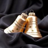 Weihnachten winter glocke weihnachtsbaum seide samt stoff gold — Stock Photo
