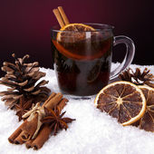 Wein glühwein weihnachtsmarkt advent Adventszeit zimt — Stock Photo