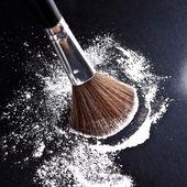 Pinsel puder manicure kosmetikerin make up schminken — Stockfoto