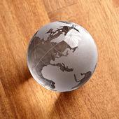 Globus erdball geo karte glas kristal natur öko blatt holz — Stockfoto