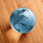 Globus erdball geo karte glas kristal natur öko blatt holz blau — Stock Photo