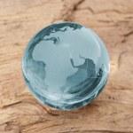 Globus erdball geo karte glas kristal umwelt holz braun — Stock Photo #7942272