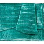 Green luxury female handbag — Stock Photo