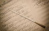 Spartito Musicale con Bacchetta — Stock fotografie