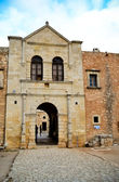 Portão de entrada de um mosteiro — Foto Stock