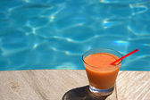 Swimming Pool Cocktails — Stock Photo