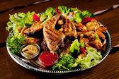 Servido carne assada, bife de carne — Foto Stock