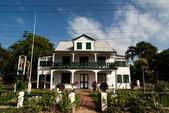 Colonial mansion in NIeuw-Amsterdam - Surinam — Stock Photo
