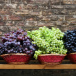 Market Grapes In Tuscany — Stock Photo