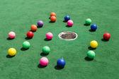 Bolas de golfe espalhados — Foto Stock