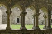 古代の修道院の回廊 — ストック写真