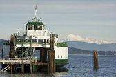 Barco y montaña — Foto de Stock