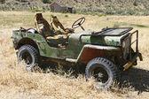 Gammal jeep övergav — Stockfoto