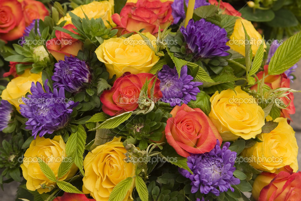 A bouquet of flowers at a street market in Paris shows off really bright colors and contrasts. — Stock Photo #7369168