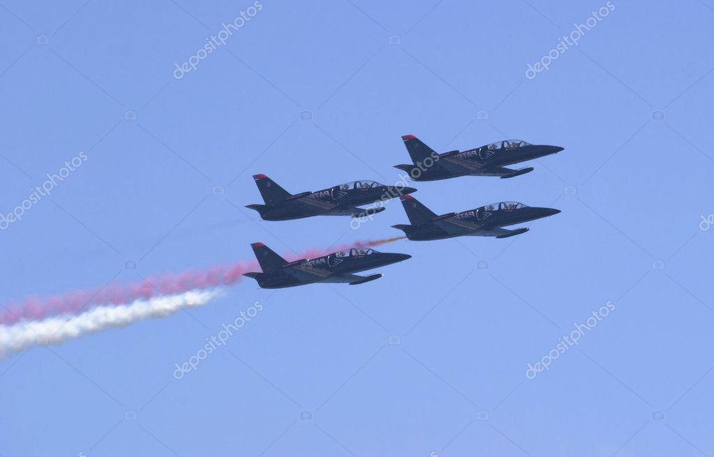 A tight formation of four jets performing aerial maneuvers at high speed. The Patriot Jets performed in Seattle at the SeaFair festival. — Stock Photo #7396742