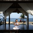 Yoga in een gazebo — Stockfoto #7585226