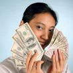 vrouw met geld — Stockfoto