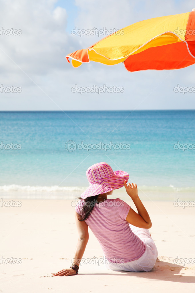 A woman relaxing on the beach in Whitsunday island — Stock Photo #7665443
