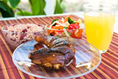 Jerk Chicken with Vegetables, Rice and Lemonade — Stock Photo