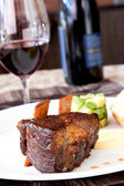 Braised Cumbrae's Short Rib served with Wine — Stock Photo
