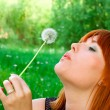 Womwith dandelion — Stock Photo #7620001