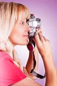 Kvinnorna tar en bild — Stockfoto