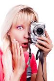 La muchacha sorprendida toma una foto — Foto de Stock