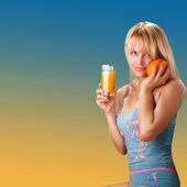 женщина с оранжевым — Стоковое фото