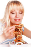 The woman eats pie — Stock Photo
