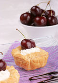 Small cherry tarts — Stock Photo