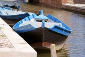 Dřevěné lodě v kanálu — Stock fotografie