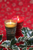 Candles and holly on Christmas background — Stok fotoğraf