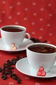 Café avec les cœurs et les grains de café — Photo