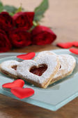 Shortbread hearts, confetti and roses — Stock Photo