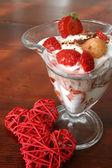 Jogurt deser z wikliny serca — Zdjęcie stockowe